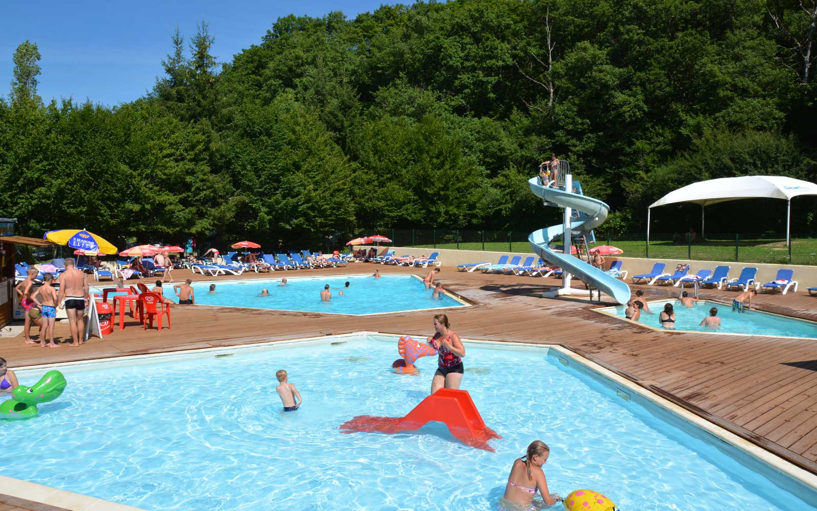 Camping du lac de panthier 4 toiles bourgogne site for Piscine bordeaux grand parc